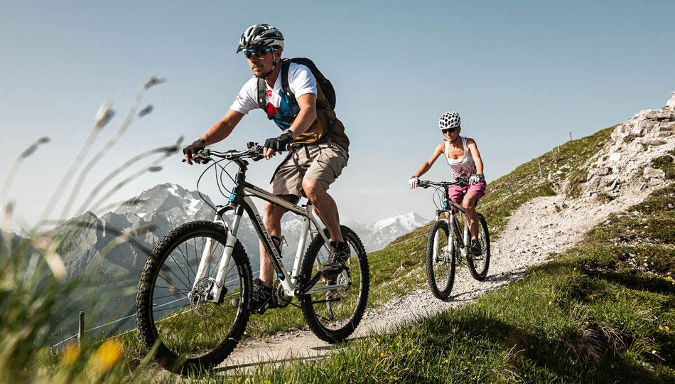 [Translate to Englisch:] Mountainbiken im Stubaital
