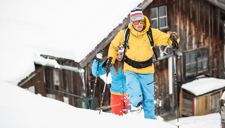 [Translate to Englisch:] Schneeschuhwanderung im Stubaital