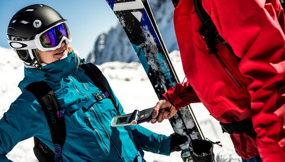 [Translate to Englisch:] Skifahren im Stubaital